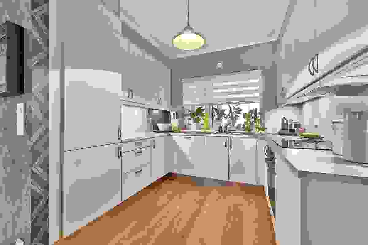 Flott kjøkken med integrerte hvitevarer