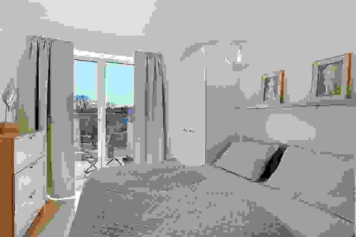 Soverommet har utgang til samme balkong som stuen