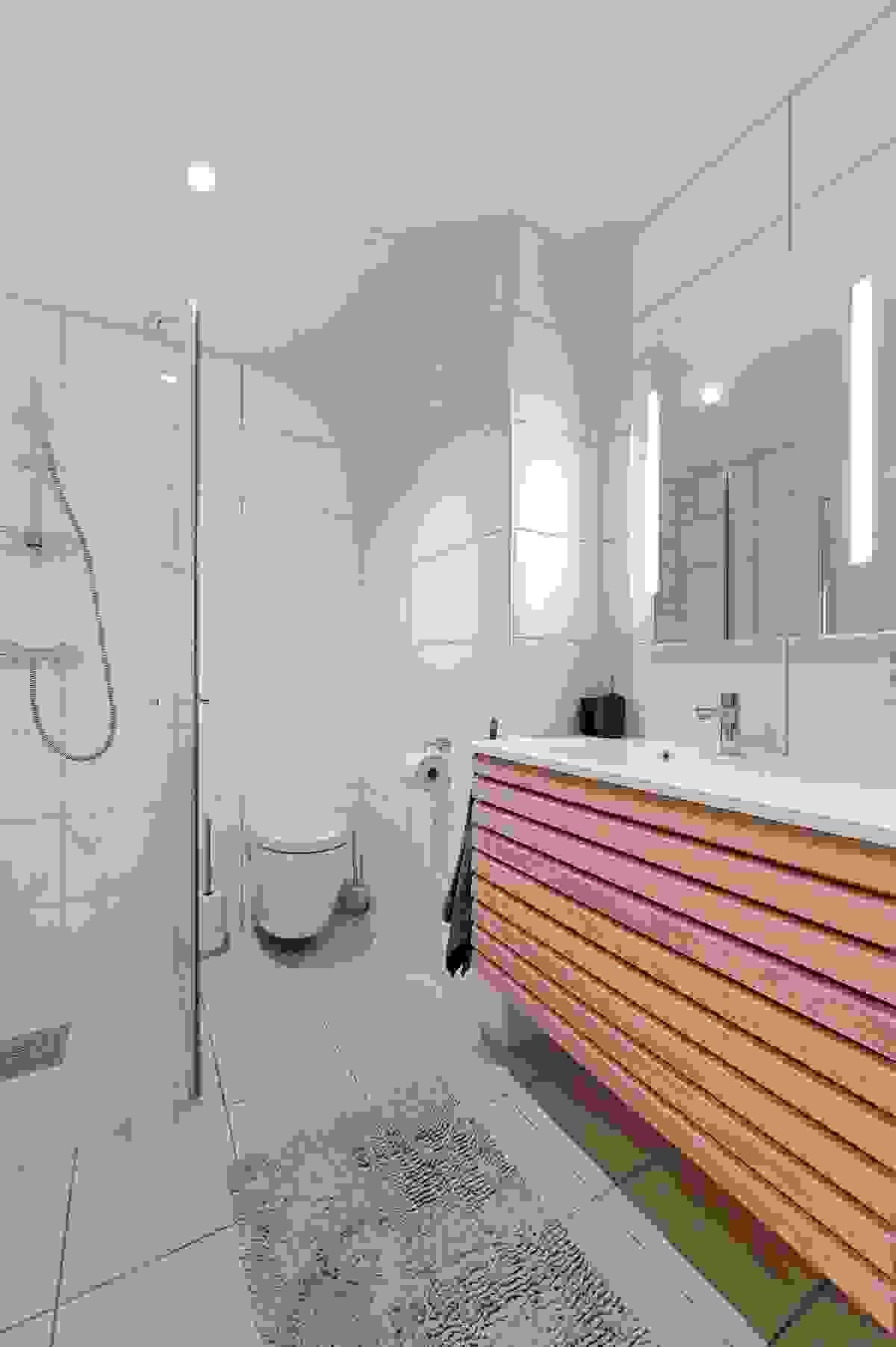 Downlights skaper en koselig og varm atmosfære i baderommet