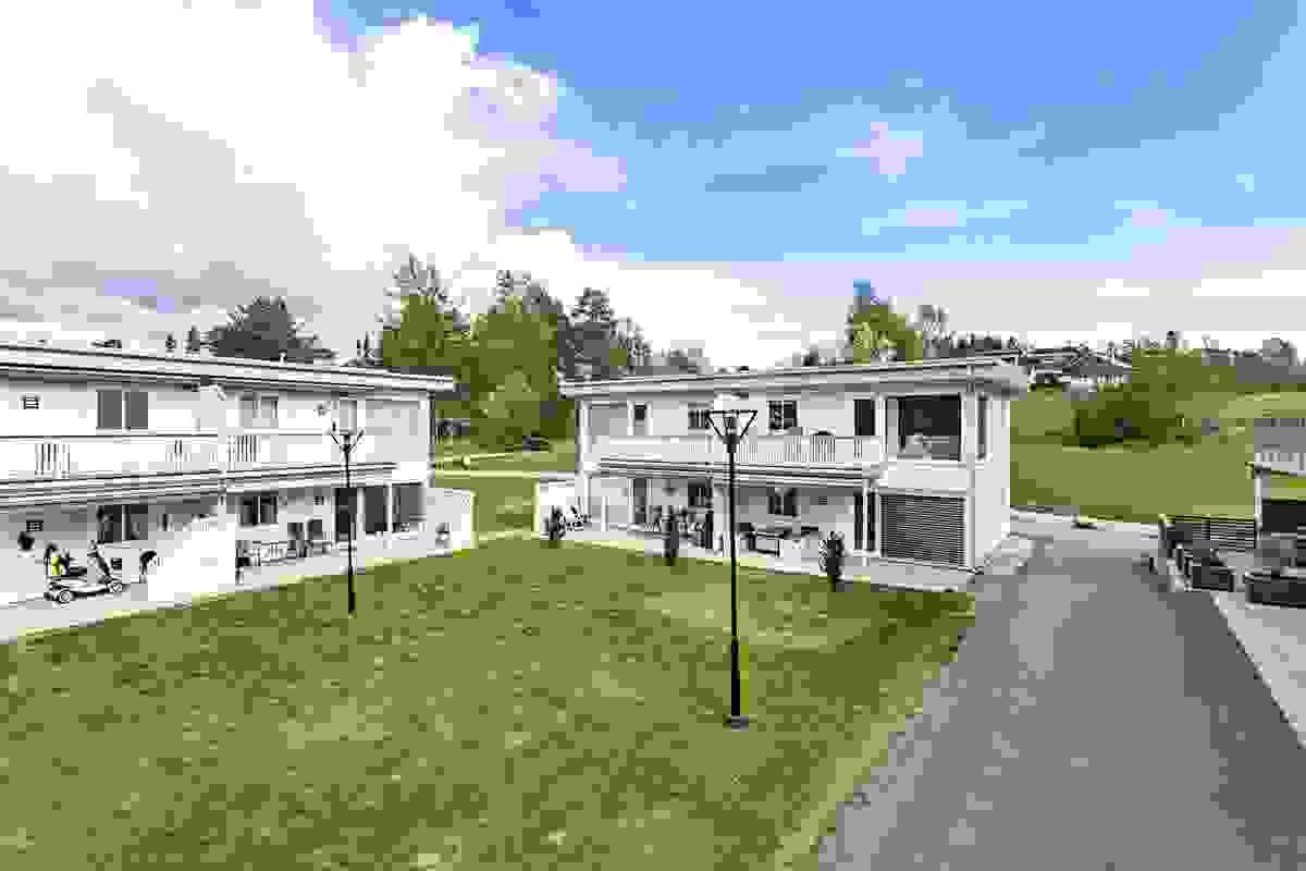 Z-eiendom har gleden av å presentere Revetalgata 22a og denne moderne leiligheten fra 2012 m/bla. vestvendt og solrikt uteplass og garasjeplass