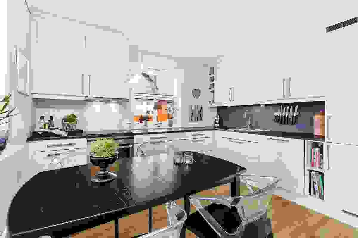 Kjøkkenet er moderne, men likevel klassisk og stilrent fra tradisjonsrike Sigdal kjøkken