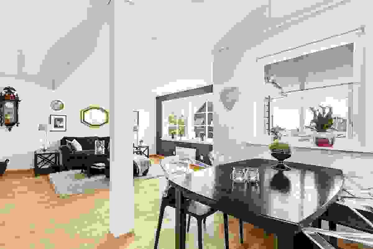 Stuen i toppetasjen - et romslig rom med allsidige bruksmuligheter