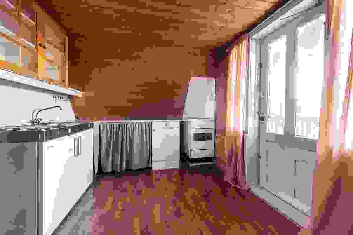 Stue/kjøkken i 2. etasje med utgang til balkong