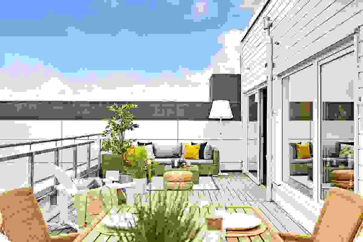 Flott hovedterrasse ut for stue-/kjøkken på ca. 37 m²
