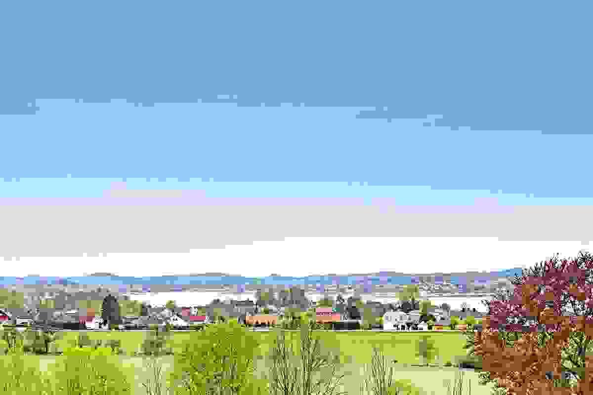 Sjøutsikten mot Presterødkilen og Tønsberg by i sydvest er slående