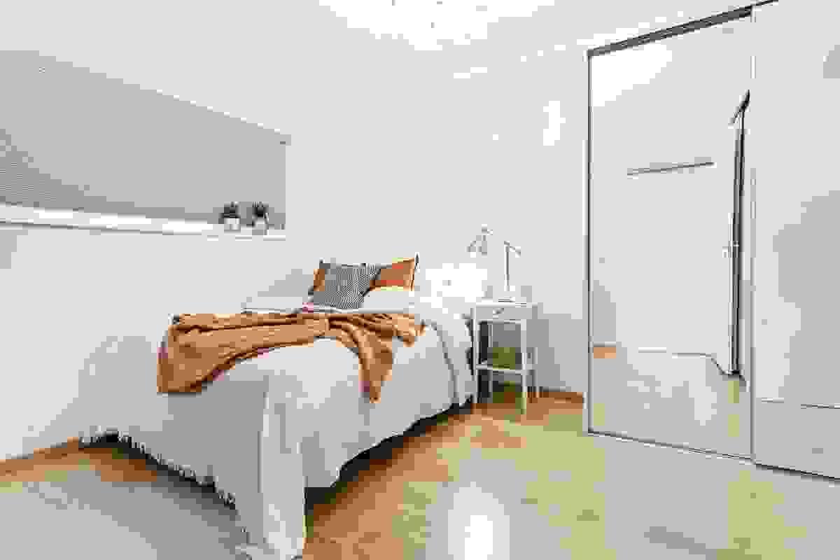 Begge soverommene er romslige og er på henholdsvis ca. 13,5 og 12 m²