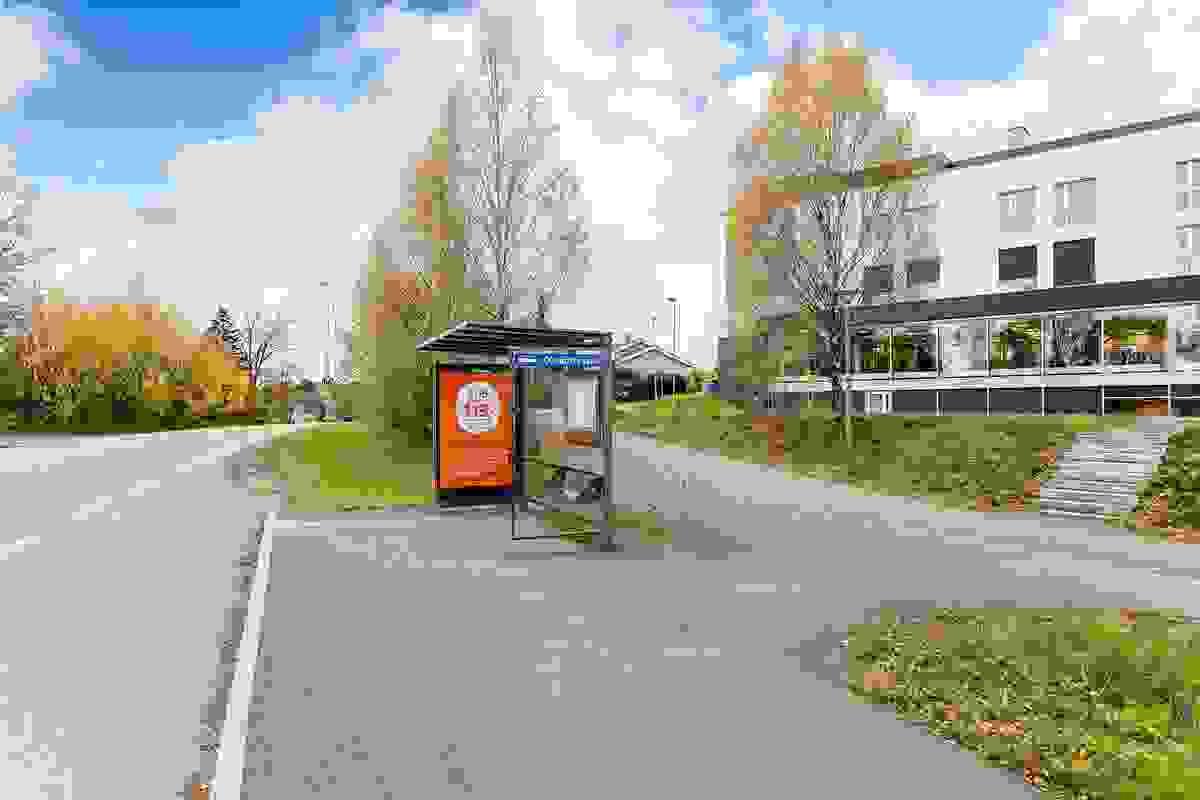 Bussholdeplass rett utenfor området