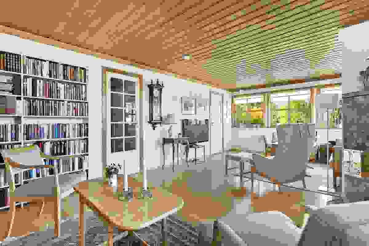 Stor stue med plass til salong og sofakrok