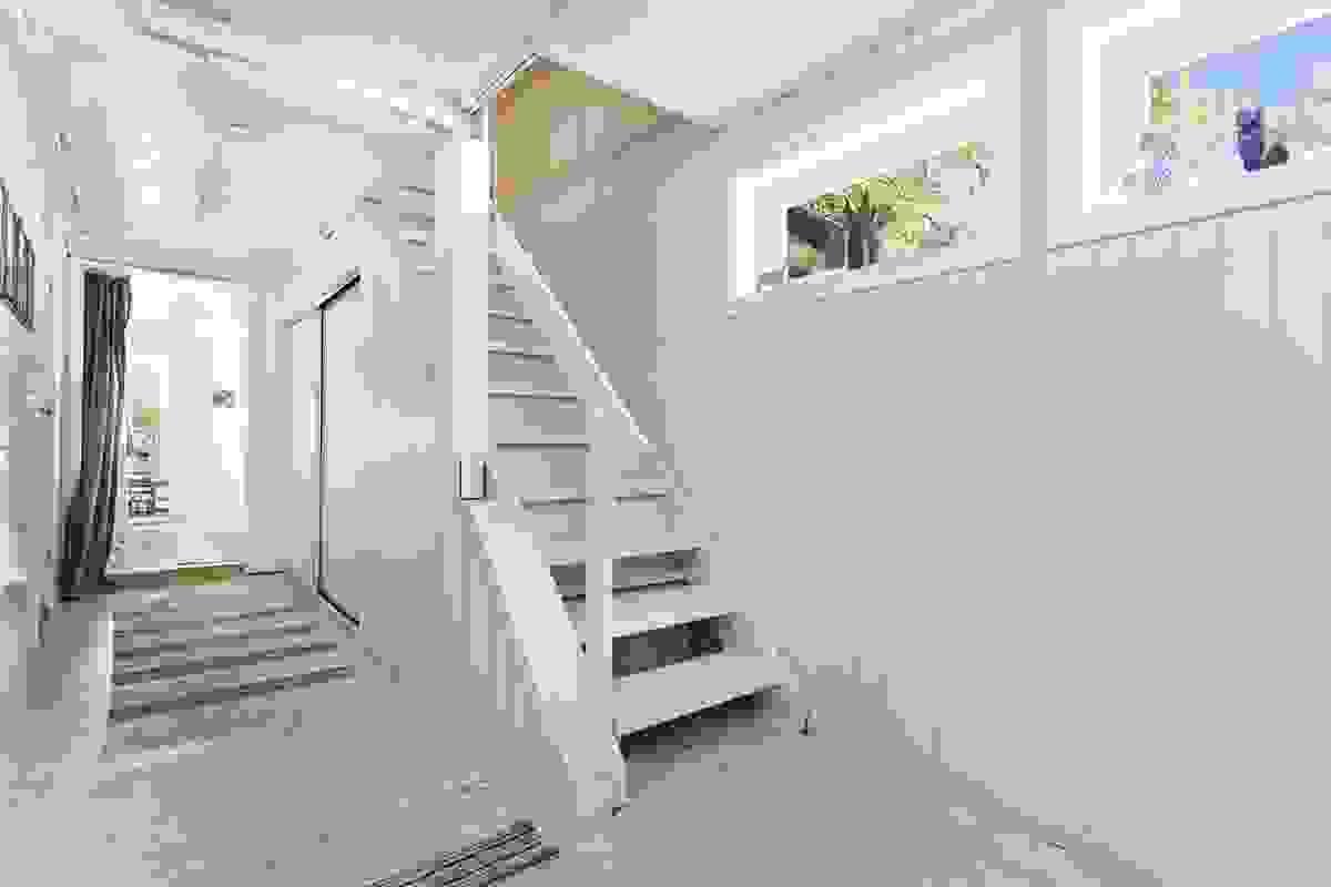 Gang med trapp opp til hovedetasjen