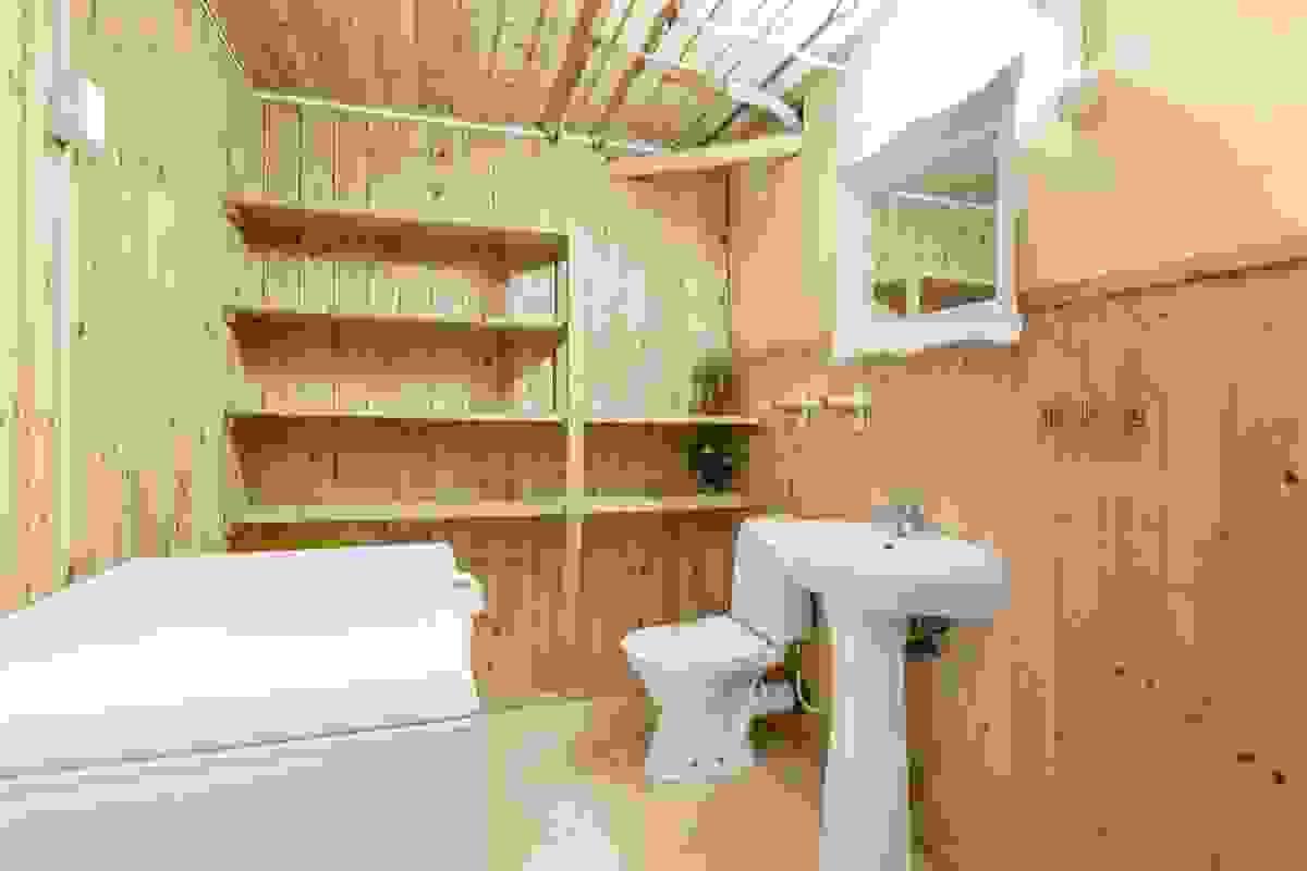 Toalettrom i kjelleren