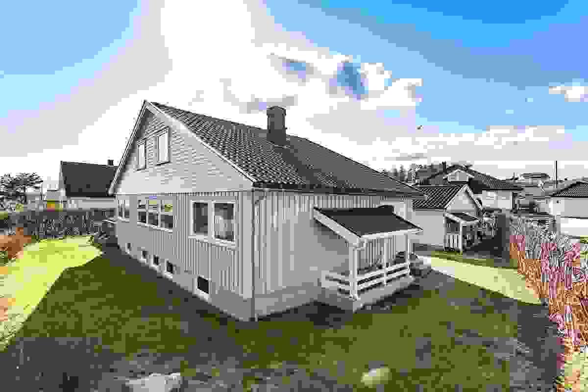 Fasade og hage