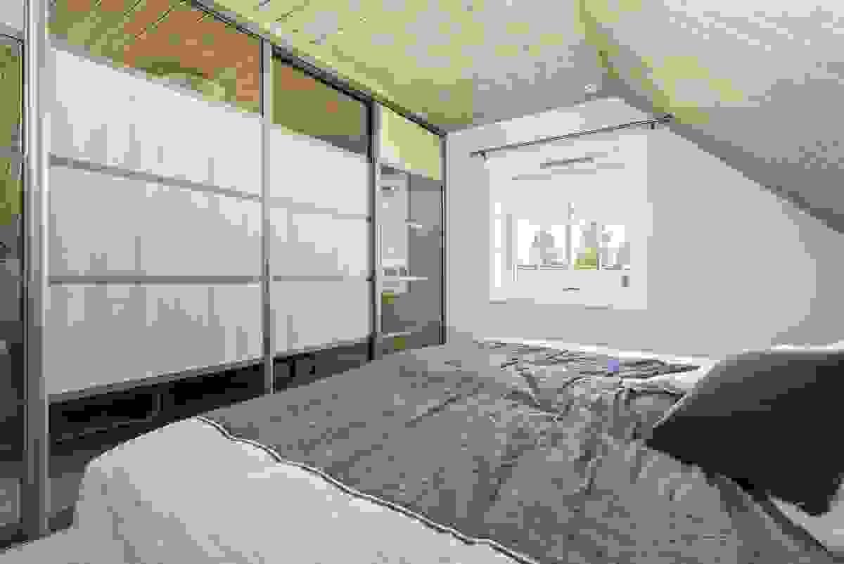 De tre soverommene i 2. etasje er romslige og strategisk plassert i forhold til hverandre