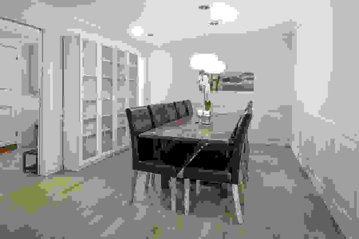 Sosialt og hyggelig med god plass for langbord og tildekking for større venne-/familieselskap